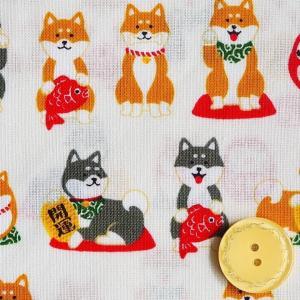 シーチング生地 布 招き柴犬 AP95401-1Aアイボリー おさんぽ日和 どうぶつ柄 犬 開運 招き犬 商用利用可能 ky-yoshikawa