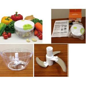 ★手動式のみじん切り器です。 *持ち手を手前に引っ張るだけで、玉ねぎやにんにくだけはでなく、  野菜...