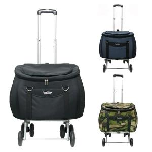 ハンドルを斜めに引いてもバッグ部分は垂直なまま移動できるフラットプル機能を搭載したペットカート。バッ...