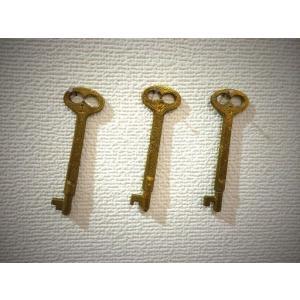 アンティークな棒鍵(カギのアクセサリー)真鍮ゴールド色3本セット|kyoto-e-jiro