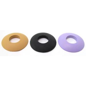 直径約6cm、一般的な鍔止めゴムです。色は茶、黒、、紫の3色。鍔の色に合わせて選択できます。