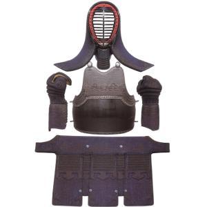 京都武道具でも最高の品質を誇る 鞍馬 です。各布団には本毛氈・古代毛氈・綿を適度に使用し、軽くて弾力...