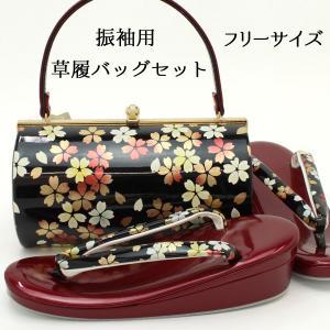 西陣織の帯地を使用した草履バッグセットです。  クリーム色の地に大ぶりの花がデザインされたバッグは金...