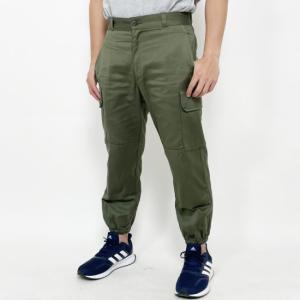 裾にゴムが入っているミリタリーパンツ 男女共に人気のある軍パン  カーゴポケット、コンバットパンツ ...