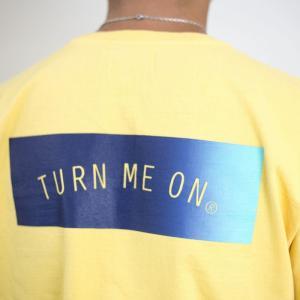 TURN ME ON /定番BOX LOGO半袖Tシャツ(YELLOW) Mサイズ|la-grande-roue
