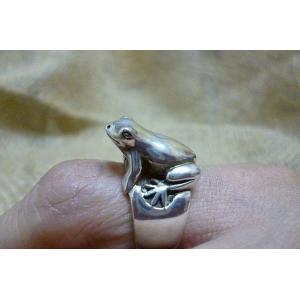 カエルシルバーリング 13号 蛙リング かえるリング 男女兼用リング レディースリング 指輪|lakshmi2011