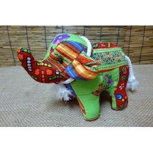 モン族刺繍がかわいいゾウさんのぬいぐるみ♪ 鼻を上げたゾウさんは幸運を もたらしてくれるといわれてい...