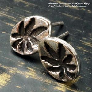 シルバーピアス レディース ピアス シンプル 葉っぱ 楕円のプレートには葉っぱの様な模様が彫られたピアス 2007-36|laplateriashu