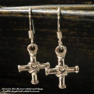 シルバーピアス 筒のような棒のクロスモチーフフックピアス 十字架 サガリタイプ シルバー925|laplateriashu