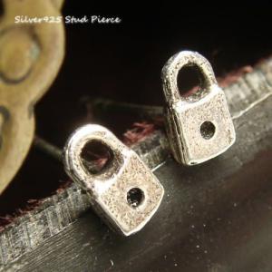シルバーピアス レディース 小さい 鍵穴 ピアス 錠前 カギ穴 キィホール|laplateriashu