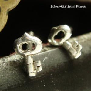 シルバーピアス レディース 小さい 鍵 ピアス カギ キィ ピアス|laplateriashu