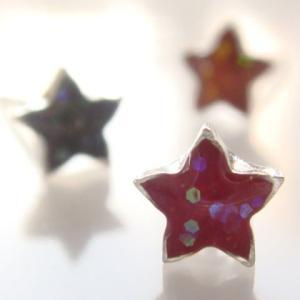 シルバーピアス レディース 控えめにキラキラ輝く濃いめカラーが大人っぽい スターのお星さまピアス|laplateriashu