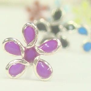 シルバーピアス 明るい色のお花が彩る半透明なカラフルフラワーピアス