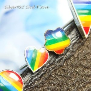 元気が出ちゃう虹色カラフルなピアス 形もイロイロなので、いろんなレインボーを手に入れて元気いっぱいに...