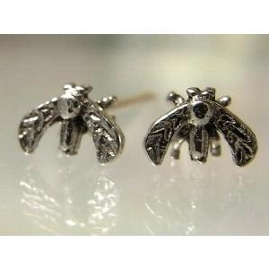 シルバーピアス レディース 虫 昆虫 虫がハネを広げているようなスタッドピアス|laplateriashu
