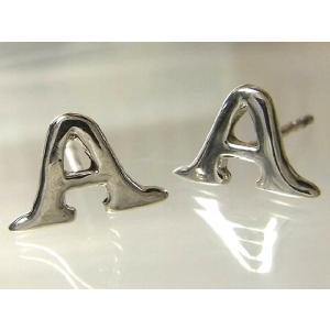 シルバーピアス レディース メンズ アルファベッド 頭文字 A シンプル Aの形をしたスタッドピアス|laplateriashu
