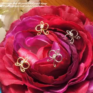 リボンのようなちょうちょのようなモチーフスタッドピアス レディースアクセサリー 蝶々 りぼん|laplateriashu