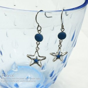 レディースピアス オープンスターの真ん中にブルーの星が入ったポップな印象のサガリピアス エレガント ポスト ピアス|laplateriashu