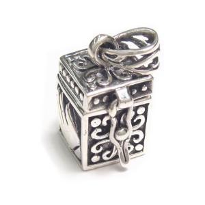シルバー925 両手でそっと包み込んだような模様の小さな宝石箱のペンダントトップ|laplateriashu