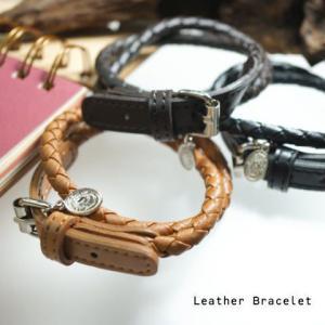 ベルトのような留め具とコインプレートが付いた編みこみの革ブレスレット  メンズ レディース レザーブレスレット laplateriashu
