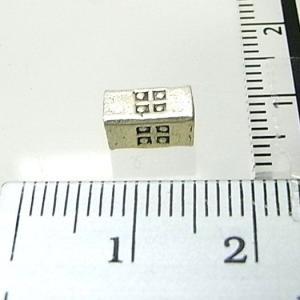 シルバーバーツ 1-071 1個売り 直方体のシルバービーズの側面に四角の模様が打ち込まれたビーズ|laplateriashu