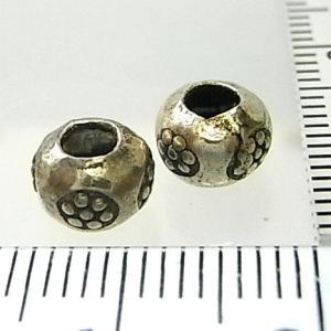 シルバーバーツ 2-020 1個で1セット 直径7.0mmタイプで横に小さいお花のような模様が描かれた丸型のビーズ|laplateriashu