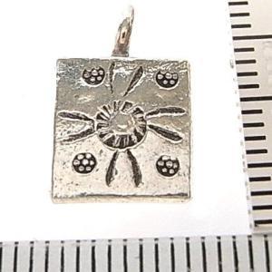 シルバーバーツ 2-088 1個売り 直径9.8mmタイプで四角形 太陽やお花の模様ビーズ|laplateriashu