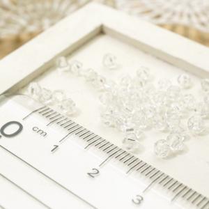 ガラスカットビーズ ソロバン系の形 直径3.3mm クリスタル 3gのグラム販売(約90個入り) 透明系 ガラスビーズ 形崩れあり アクセサリーパーツ|laplateriashu