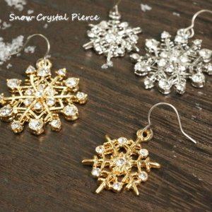 スノークリスタル クリスマス チタンフック 2種類のサイズとカラーから選べるキラキラと輝く雪の結晶のチタンピアス laplateriashu