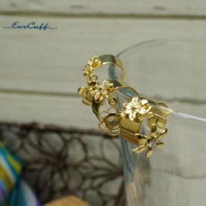 イヤーカフ お花で心も華やかに 大人っぽいお花のイヤカフ|laplateriashu