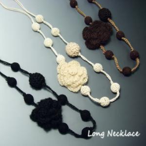 もこもこ毛糸の大きなお花とくるみ玉のフラワーロングネックレス  レディースネックレス|laplateriashu