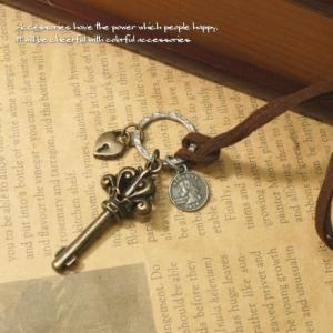 大きめ鍵モチーフが可愛いアンティークな革ひもネックレス カギ ハート 鍵穴 南京錠 リバティ 硬貨 金貨 レディースネックレス|laplateriashu