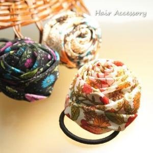 バラの形にまとめたお花ヘアゴム フラワー 薔薇 ヘアアクセサリー|laplateriashu