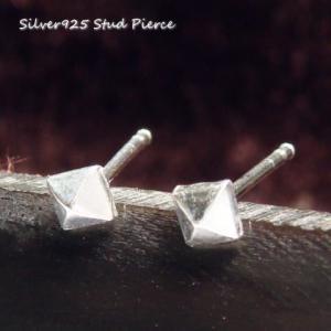 シルバーピアス レディース 4面 ピラミッド 鋲 ピアス (小) a142(a-4-5)|laplateriashu