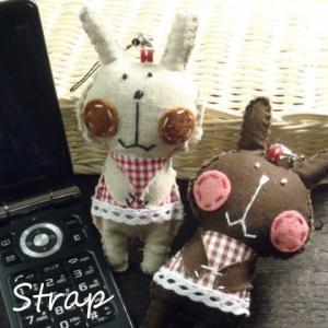 手作り感たっぷりのまんまるほっぺが可愛らしいウサギさんのストラップ 兎 うさぎ|laplateriashu