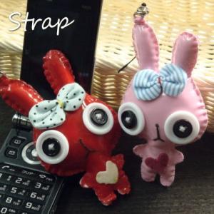 ボタンの目とリボンでおめかし♪可愛らしいウサギさんのストラップ 兎 うさぎ|laplateriashu