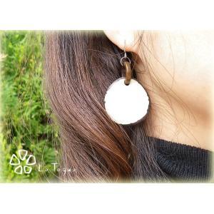 LT-SPwhite タグア ピアス/イヤリング ホワイト、 ピアスはキャッチ付き Tagua Earrings White lataguab