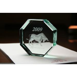 お手持ちの写真からオリジナル記念品を作成 Laser Crystal Art ペーパーウェイトタイプ 八角形(Aサイズ)  FLガラス製|laughs