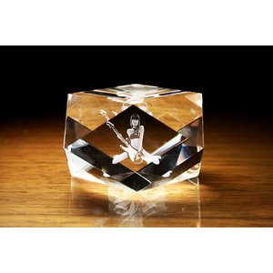 お手持ちの写真からオリジナル記念品を作成 Laser Crystal Art オブジェタイプ キューブ 14カット  光学ガラス製|laughs