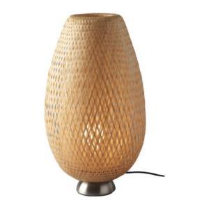 シェードは手づくりなので、仕上がりがどれも少しずつ異なります 竹編みシェード。お部屋に光の模様が映し...