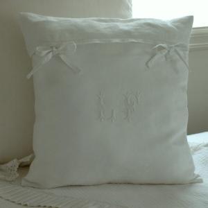 antiquecloth  cushion  monogram embroidery|le-jeudi