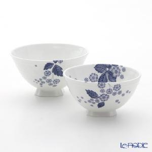 優美な乳白色に藍色で描かれた野苺柄が上品な「ストロベリー ブルーム インディゴ」シリーズ ウエッジウ...