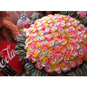 お祝 記念日 女性 彼女 サプライズ レインボーローズ バラ 100本 花束  枯れない花 プリザーブドフラワー 100本 花束|leaves78|02