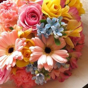 クリスマスプレゼント 花束 季節のお花いっぱいのデザイナーに...