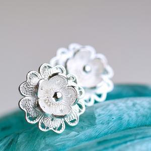 フィリグリー プチフラワー ピアス 美しい手仕事の繊細な銀線細工 ジョグジャカルタ  インドネシアの...