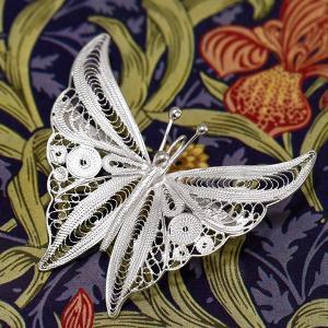 フィリグリー バタフライ ブローチ ペンダント 美しい手仕事の繊細な銀線細工 蝶 ジョグジャカルタ ...