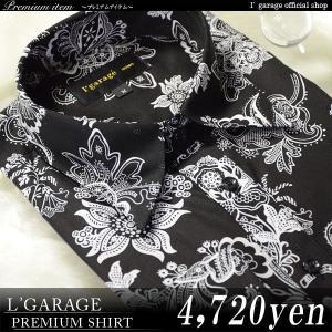 ■綿100%の着心地の良い素材に花をモチーフにした大きめの柄をデザインしたドレスシャツ。 素材、柄的...