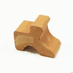 鉢底と床の間に隙間を取って水はけを良くする目的で利用するポットフィートです。また夏場のナメクジ対策に...