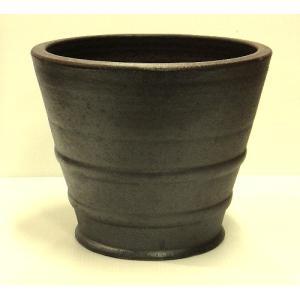 丸みを帯びたやわらかなフォルム、艶のある渋い焦げ茶色のラスティック。タイ独特の濃い焼き色は岩塩を用い...
