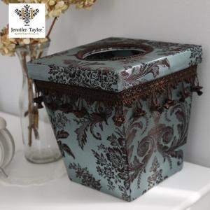 美しく存在感のあるデザインのジェニファーテイラー製ダストボックスです。 サイズ:24x24x26cm...
